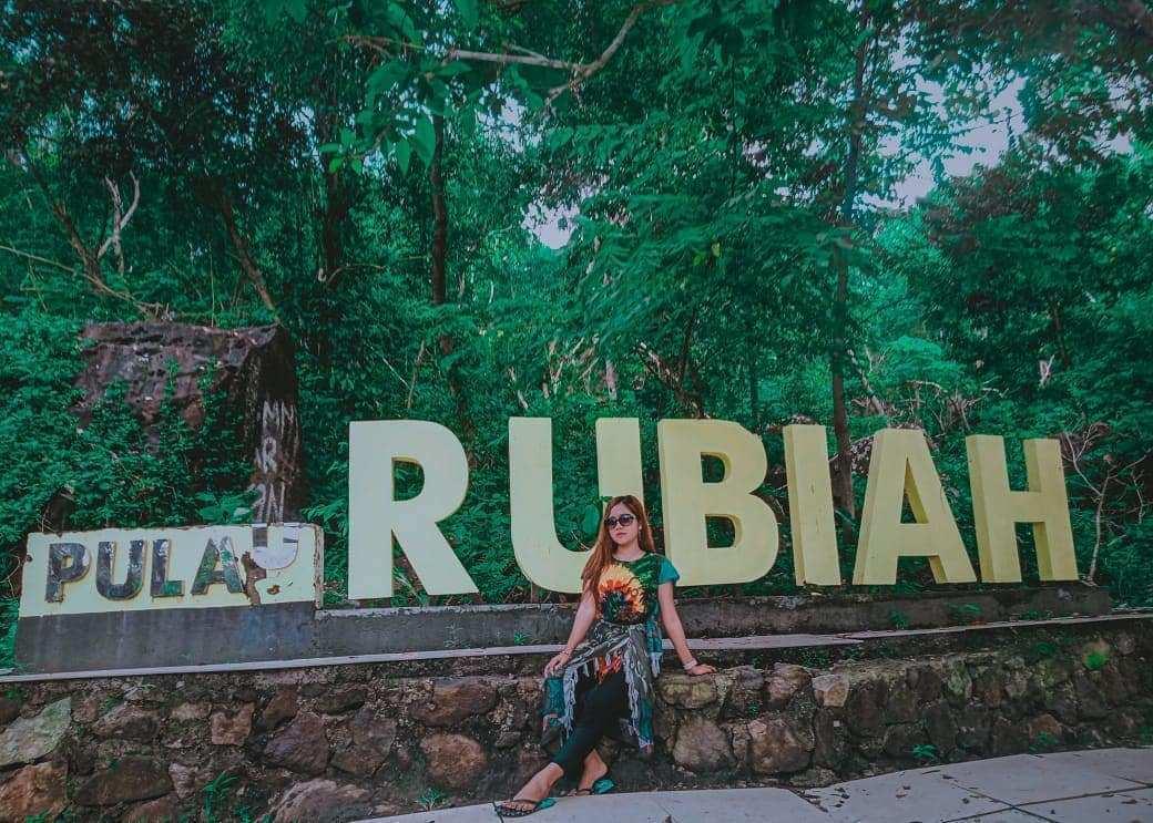 Berfoto di Tulisan Pulau Rubiah, Image From @vidaakycaa_11