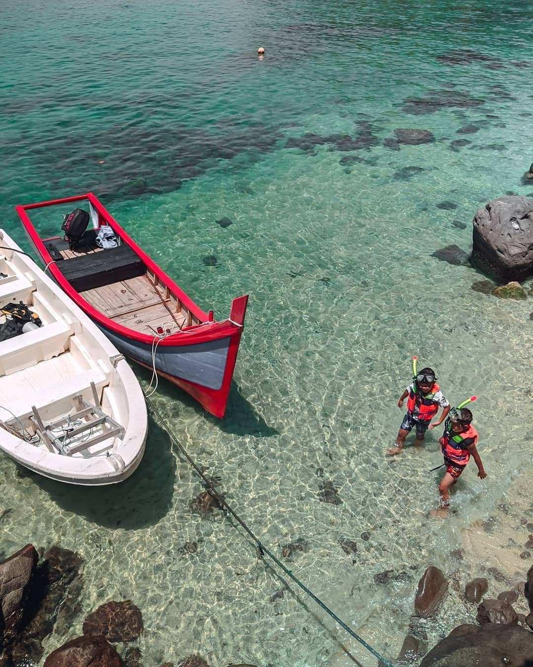 Berjalan di Pantai Pulau Rubiah, Image From @denaiguna