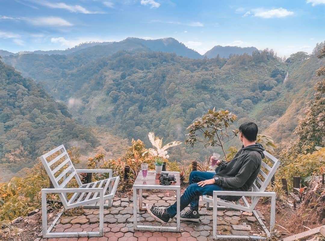 Bersantai Menikmati Pemandangan di Wisata Panorama Petung Sewu Image From @inunkway_