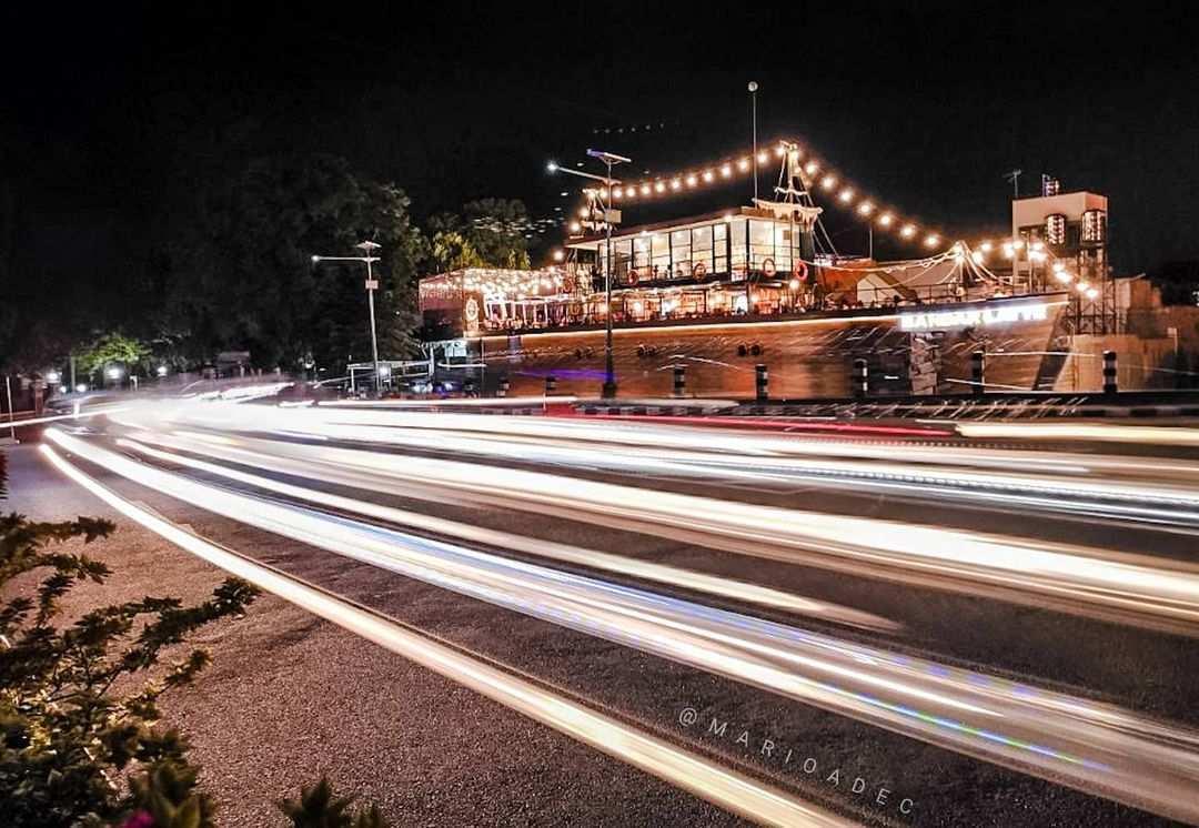 Cafe Kapal Bandar Latte Kediri Dilihat Dari Luar Image From @marioadec