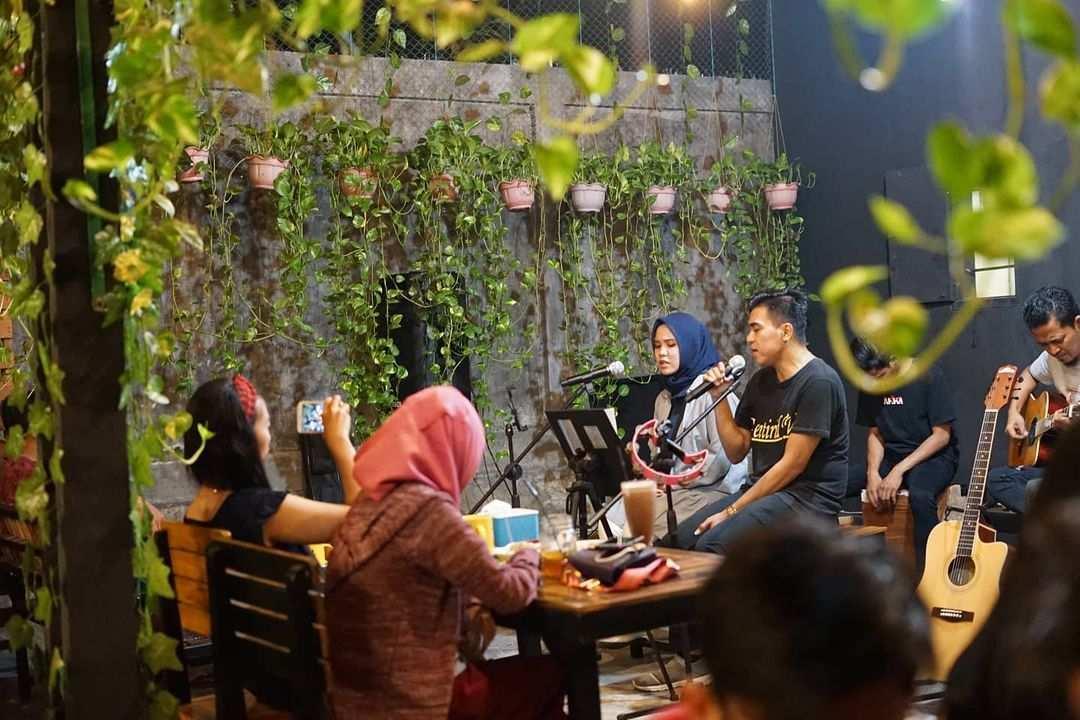 Live Music di Djaja Cafe Pasuruan Image From @d.djajacafe
