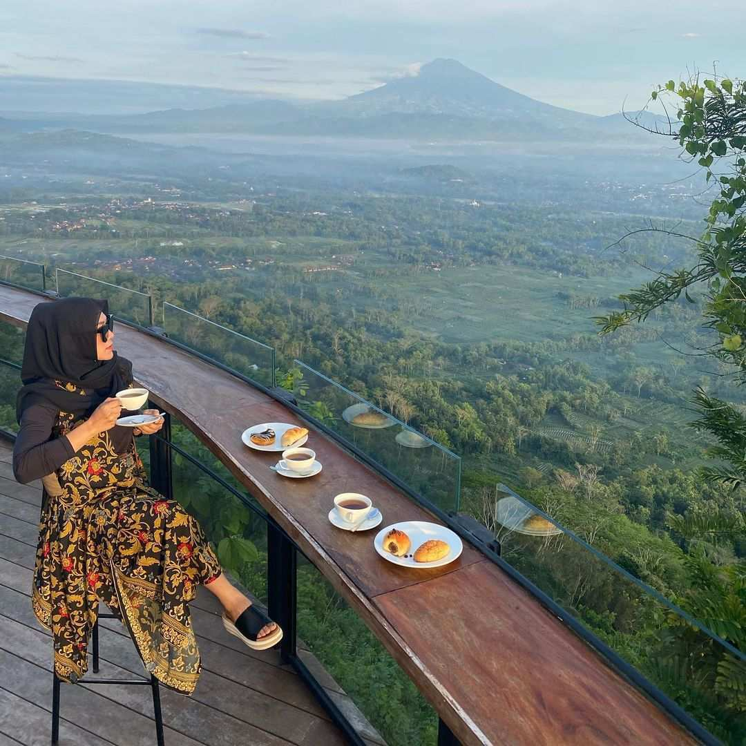 Menikmati Kopi Sembari Melihat Pemandangan di Mata Langit Image From @ayunyayani