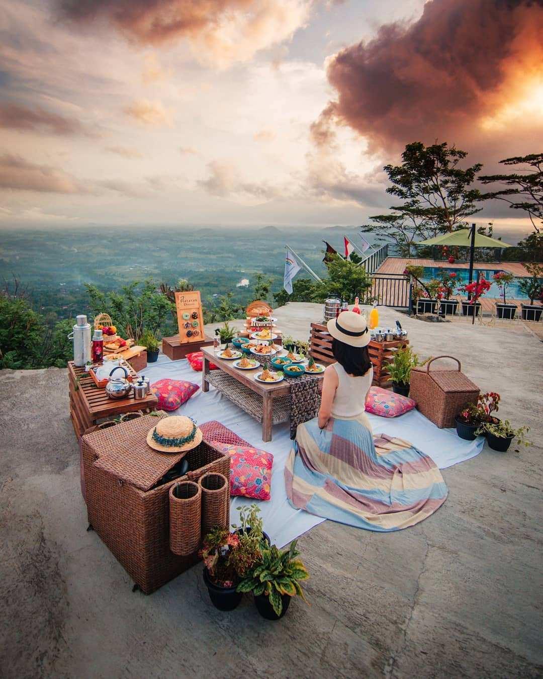 Menikmati Piknik Dengan Suasana Pemandangan Yang Indah di Mata Langit Image From @nanang_adisusilo