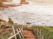 Pantai Karang Gantungan Sukabumi Dari Atas Bukit, Image From @azizsyaifullah