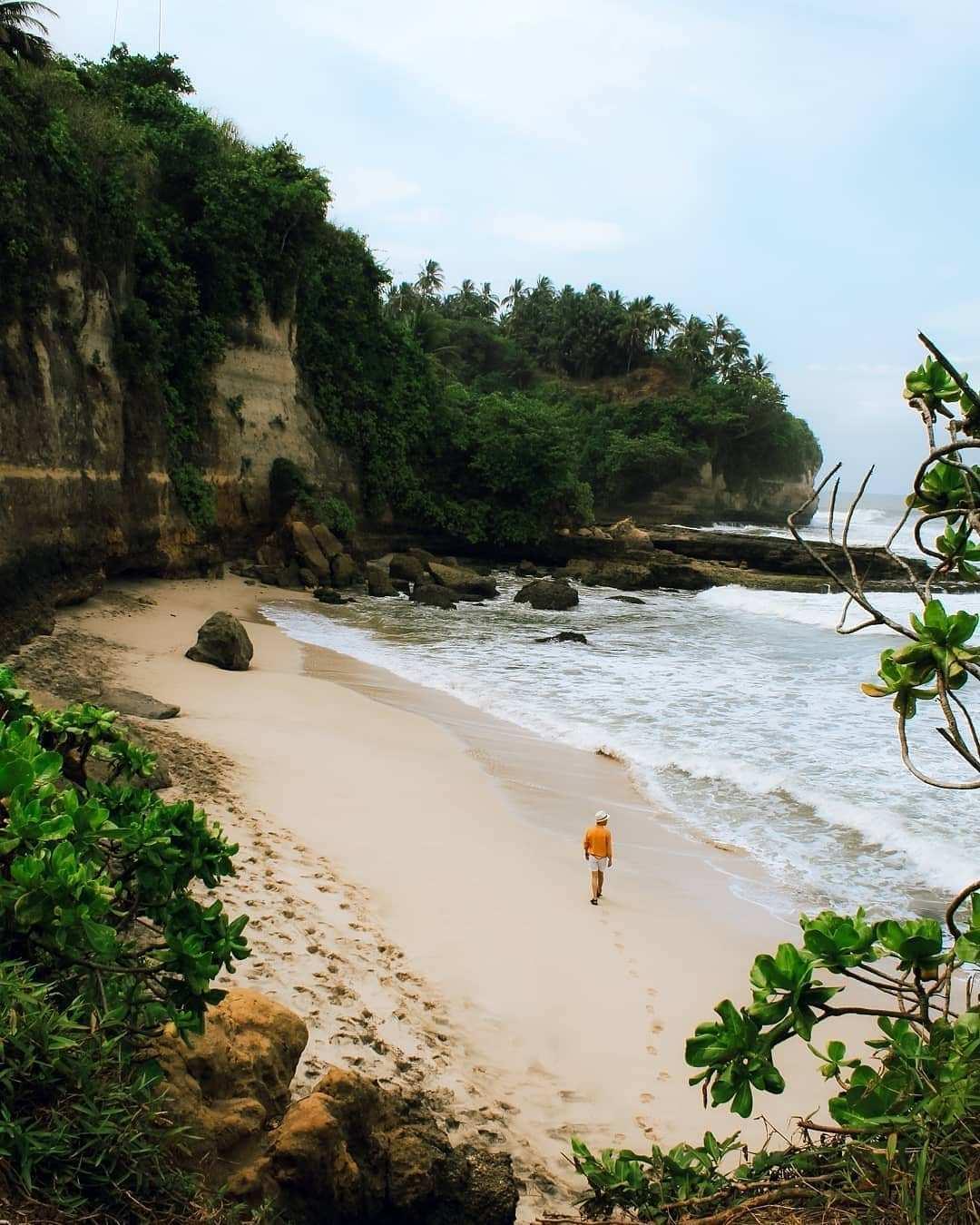 Pasir Pantai Karang Gantungan Sukabumi Image From @denypalick