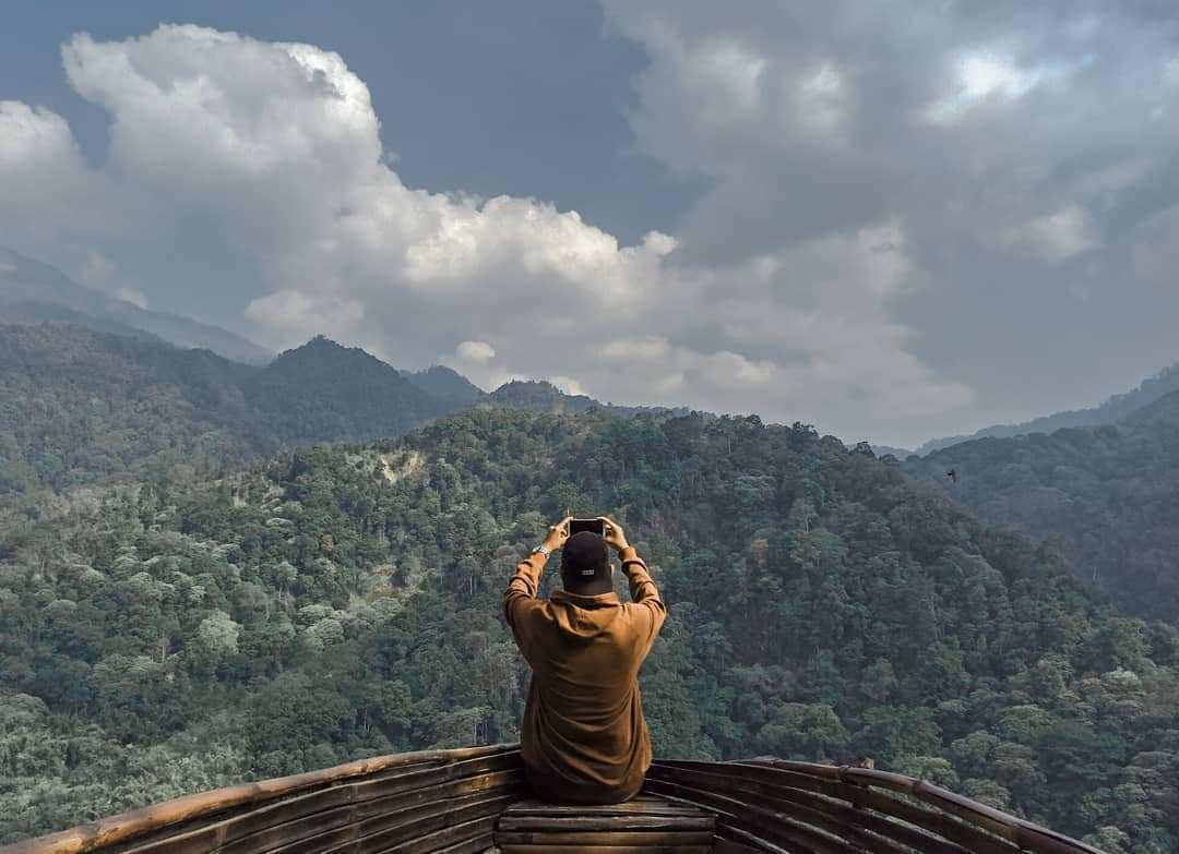 Pemandangan Perbukitan di Wisata Panorama Petung Sewu Image From @ahmaddandial_ayyubi