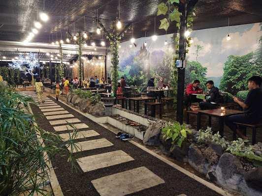 Pengunjung di Djaja Cafe Pasuruan Image From @GoogleMaps