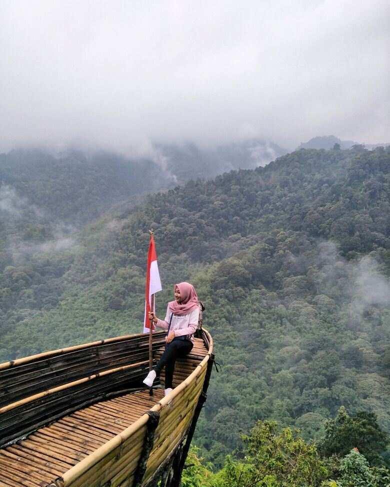 Spot Foto Kapal di Wisata Panorama Petung Sewu Image From @anisawahyudii_
