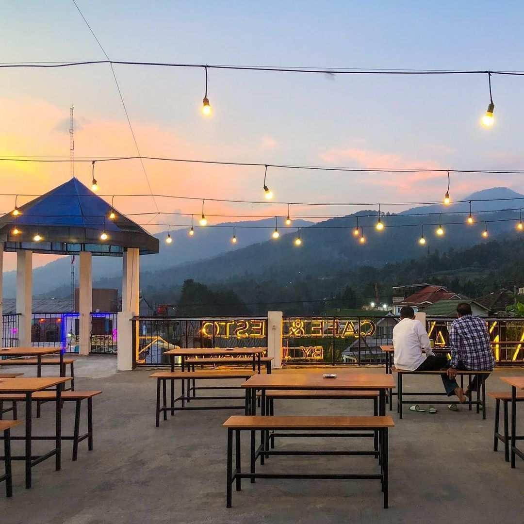 Suasana Pemandangan di Ramatama Cafe Bogor Image From @seputarpuncak