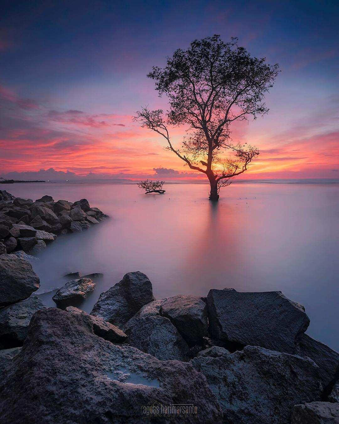 Sunset di Pantai Carita Banten, Image From @agoes_hm