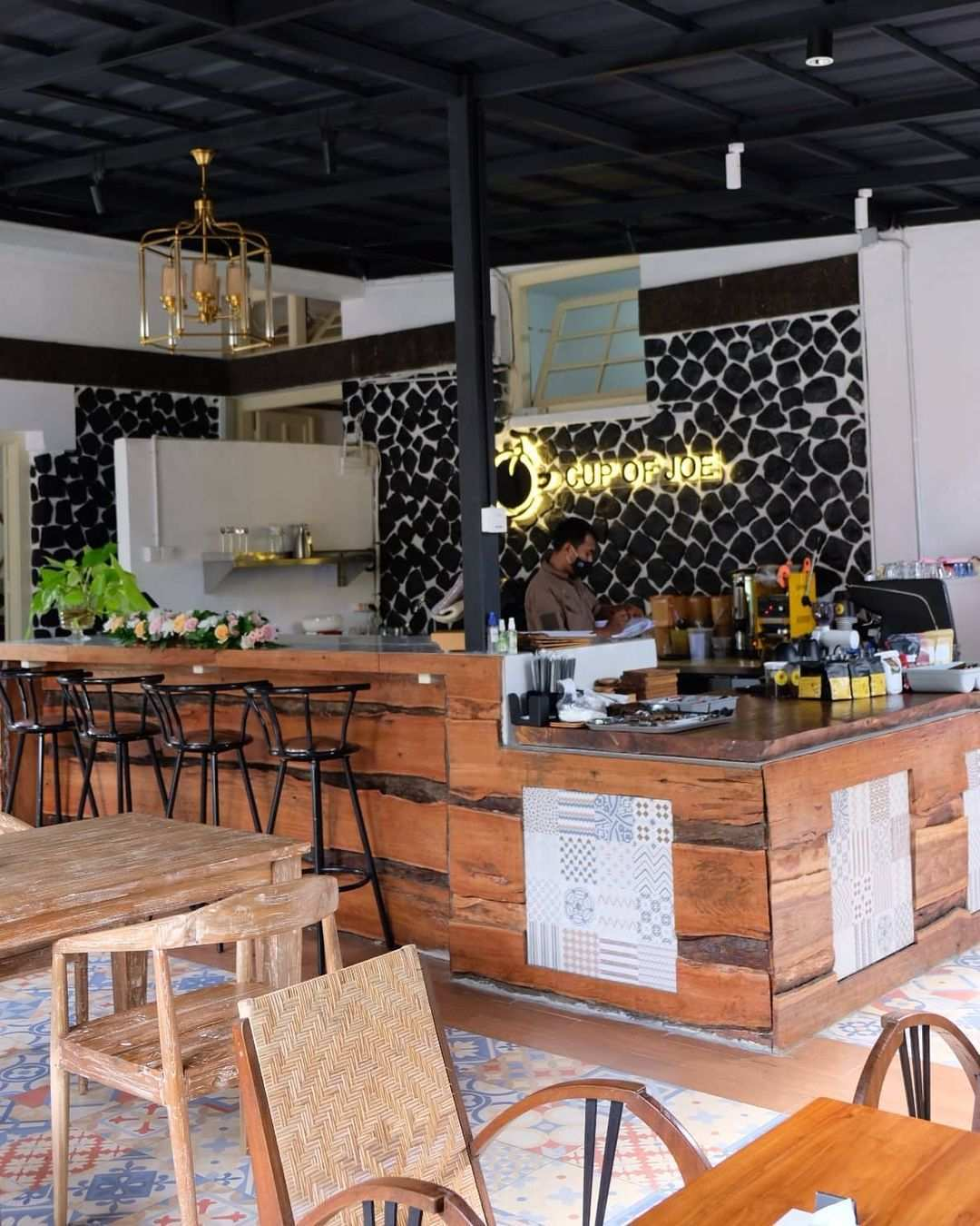 Bartender di Kalaras Heritage Cafe Bogor Image From @darsehsri