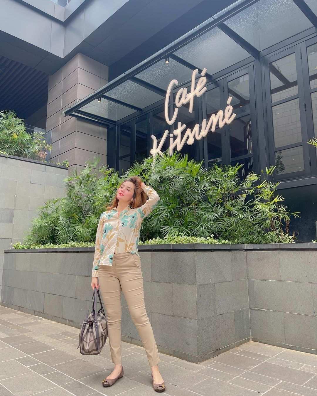 Berfoto di Depan Cafe Kitsune SCBD Image From @m46dav3