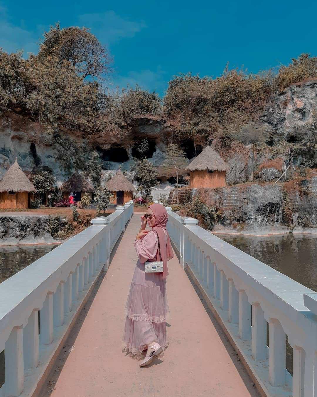 Jembatan di Wisata Setigi Gresik image From @anggun_aayuirn