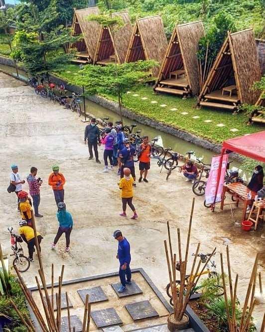 Suasana Komunitas Sepeda di Sangkara Garden Coffee And Resto Image From @sangkaragarden