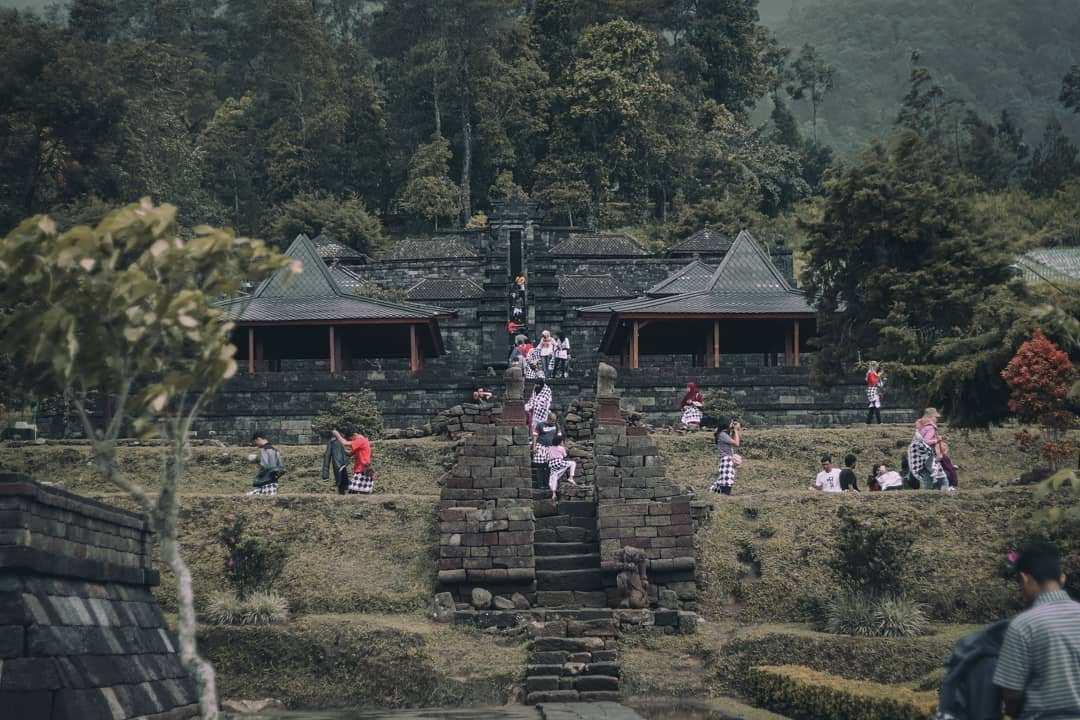 Suasana Pengunjung di Candi Cetho Karanganyar Image From @rlosherl