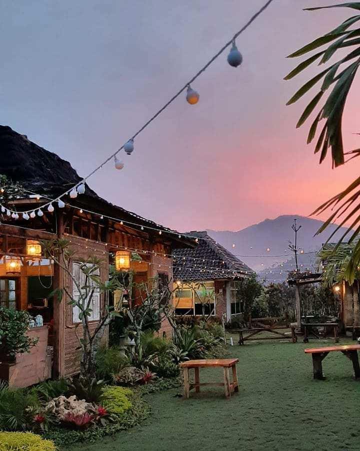 Sunset di Cafe Djoeragan Batu Image From @kotabatu.id_