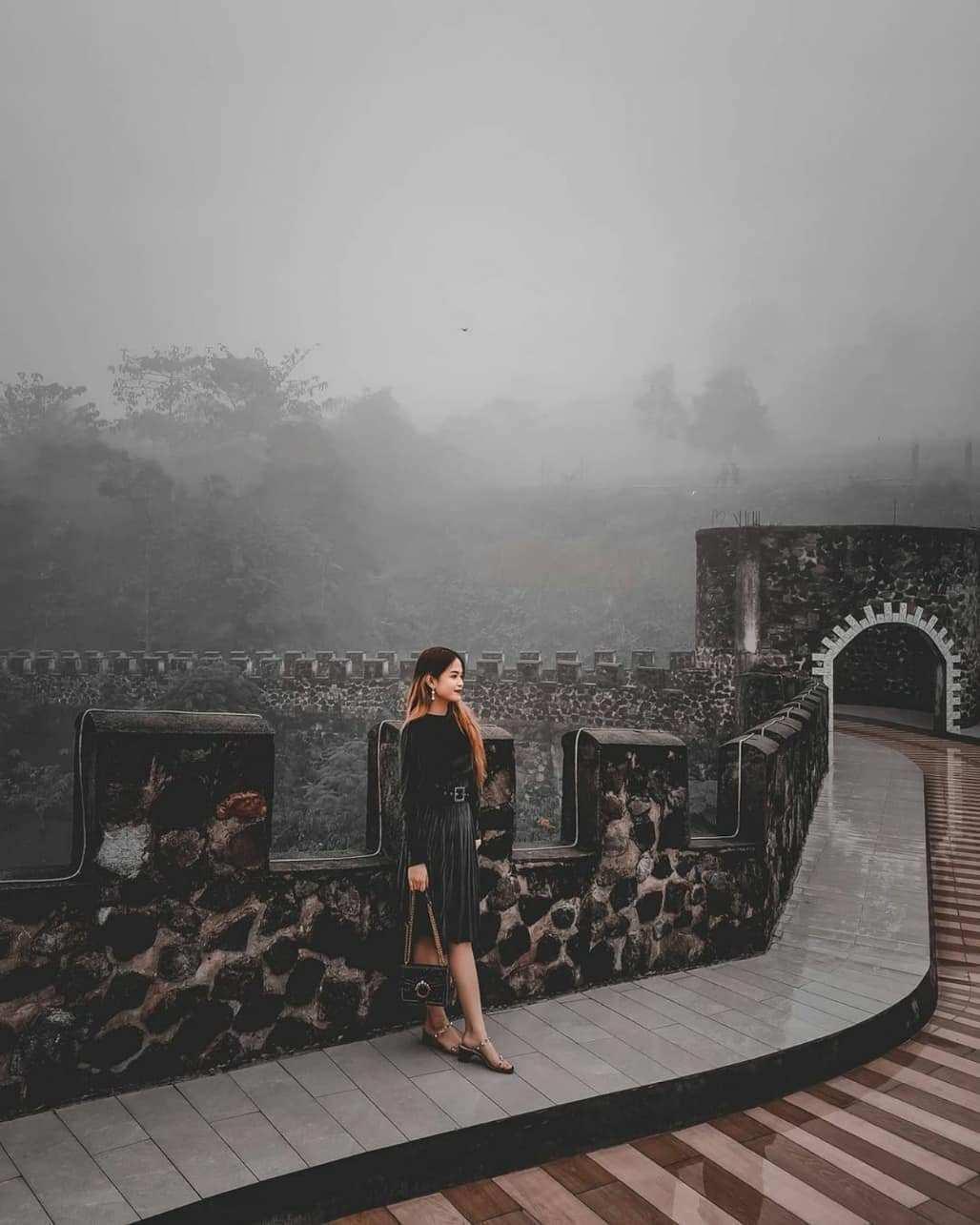 Tembok Castle di The Lost World Castle Image From @spotjogja
