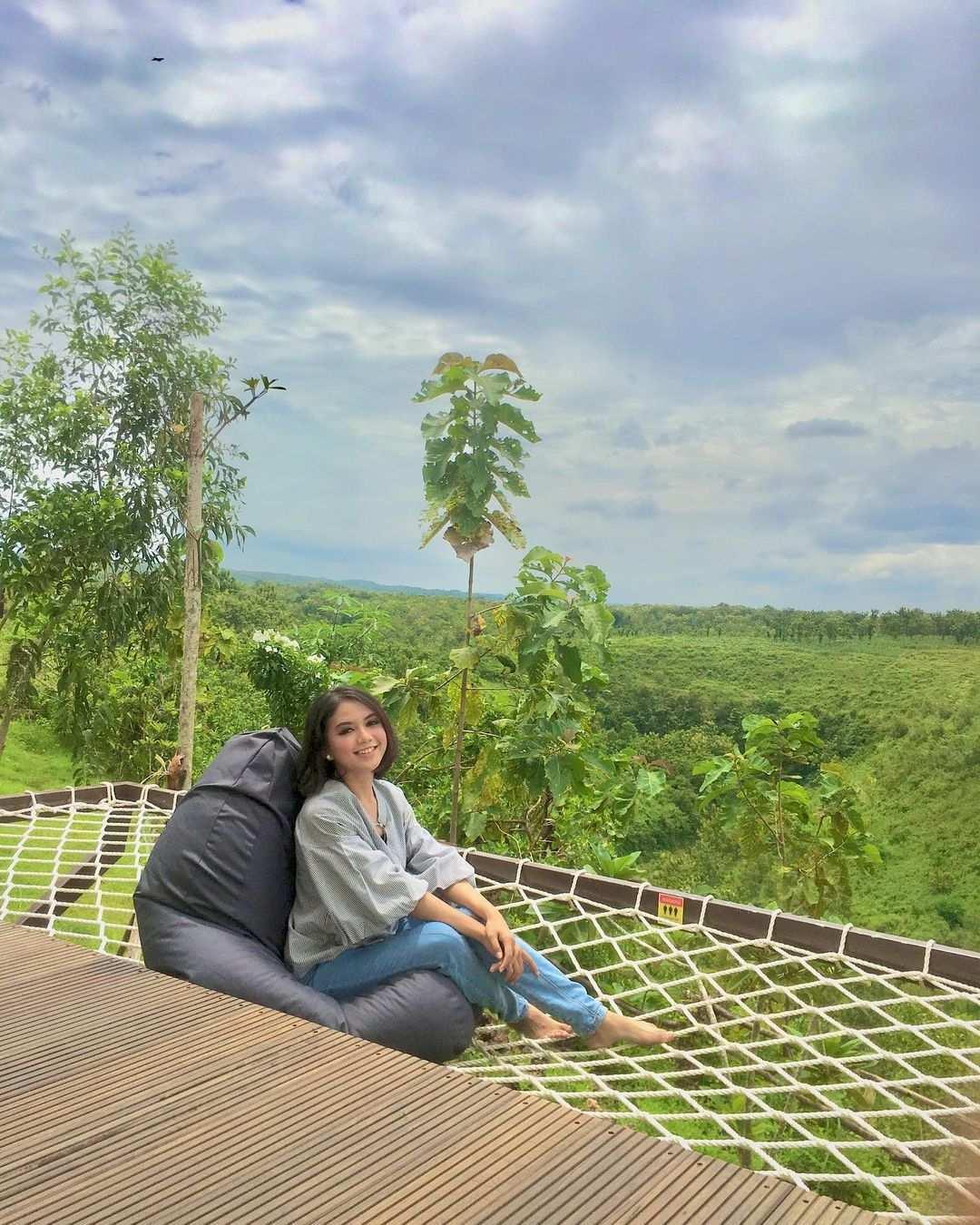 Bean Bag dan Hammock di Giri Wanara Resort Jogja Image From @ninishappsari