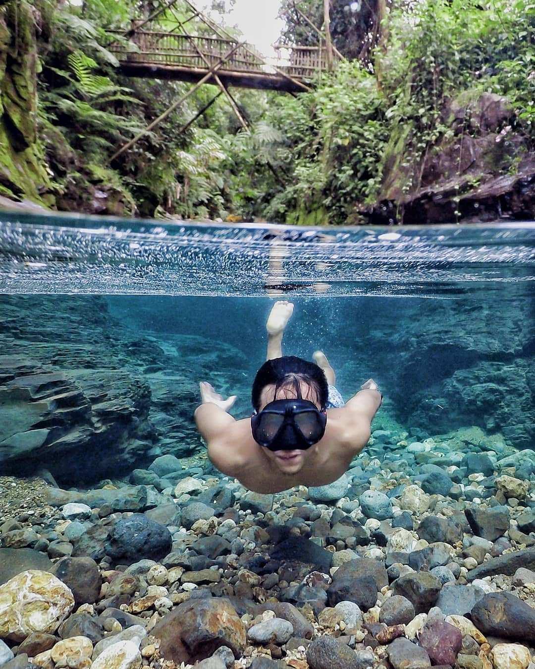 Berenang di Curug Balong Endah Bogor Image From @wandy_day94