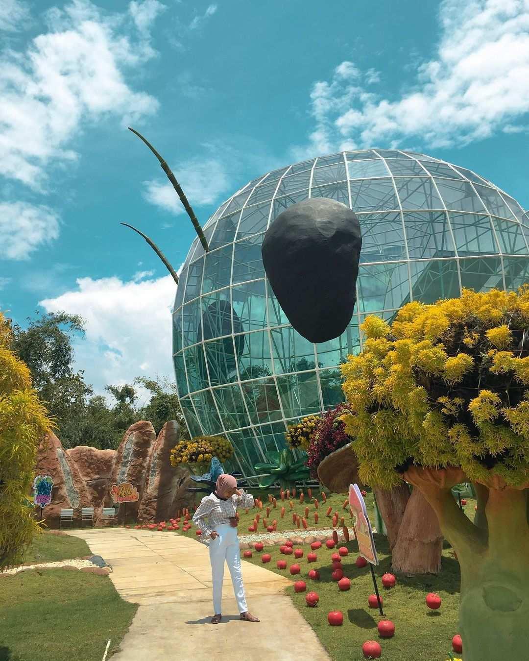 Berfoto di Batu Love Garden Malang Image From @kikiameliaagustin