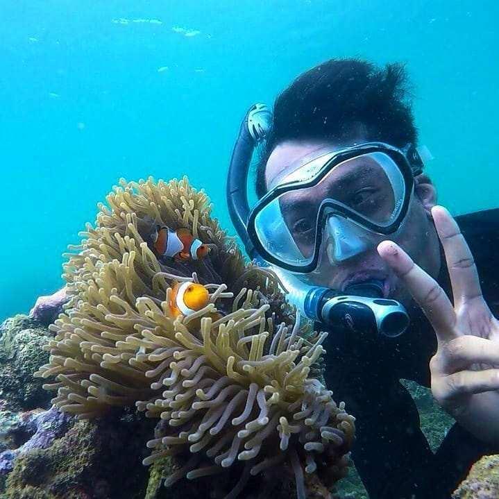 Berfoto di Dalam Air di Bangsring Underwater Banyuwangi Image From @badrusofa