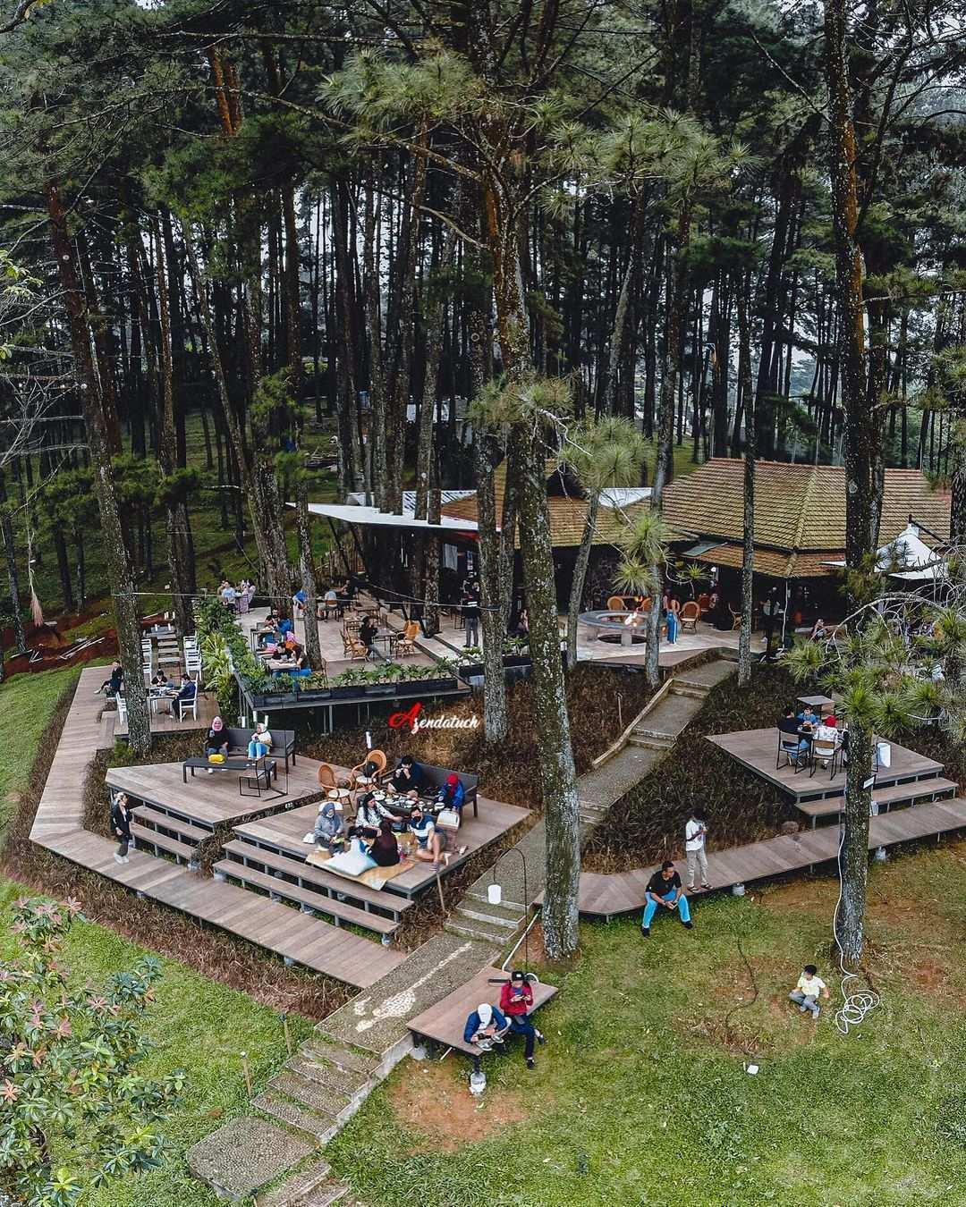 Cafe Pasir Angin bogor Dikelilingi Pohon Pinus Image From @pilot_djampang_xs