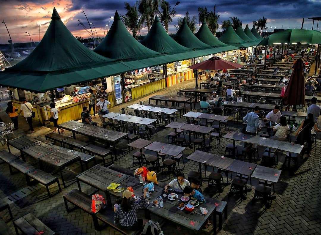 Food Court di Pantai Pasir Putih PIK 2 Image From @official.detikfoto