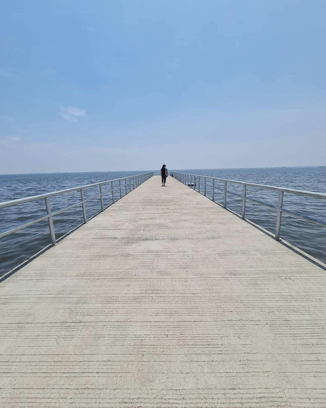 Jembatan di Pantai Pasir Putih PIK 2 Image From @helenkurniawati