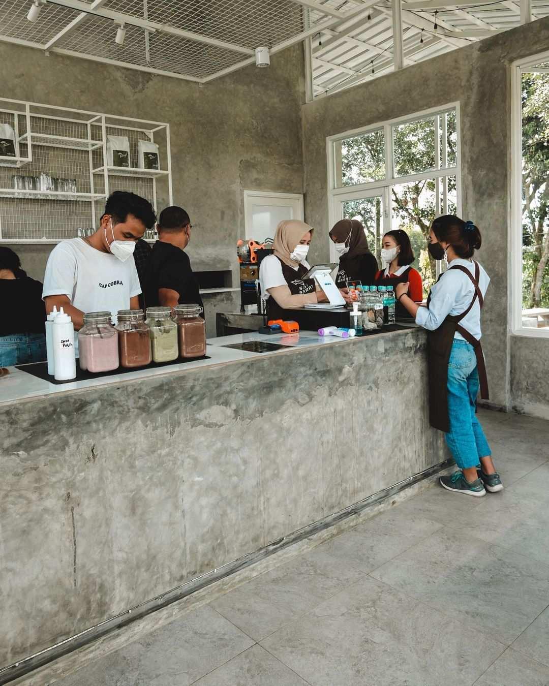 Konsep Industrial Cafe Di Sisi Barat Coffee Bogor Image From @nandarasman