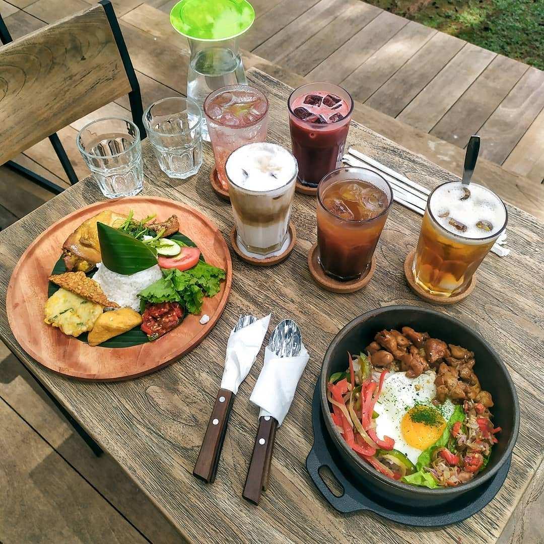 Makanan dan Minuman di Cafe Pasir Angin bogor Image From @nadi_ngopi