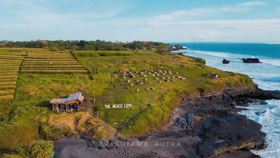 Pantai Cinta Kedungu Dilihat Dari Atas Image From @arphotto_