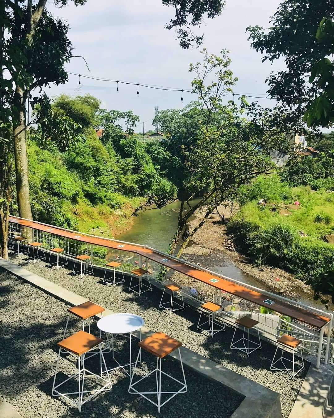 Pemandangan Sungai Di Sisi Barat Coffee Bogor Image From @nadi_ngopi