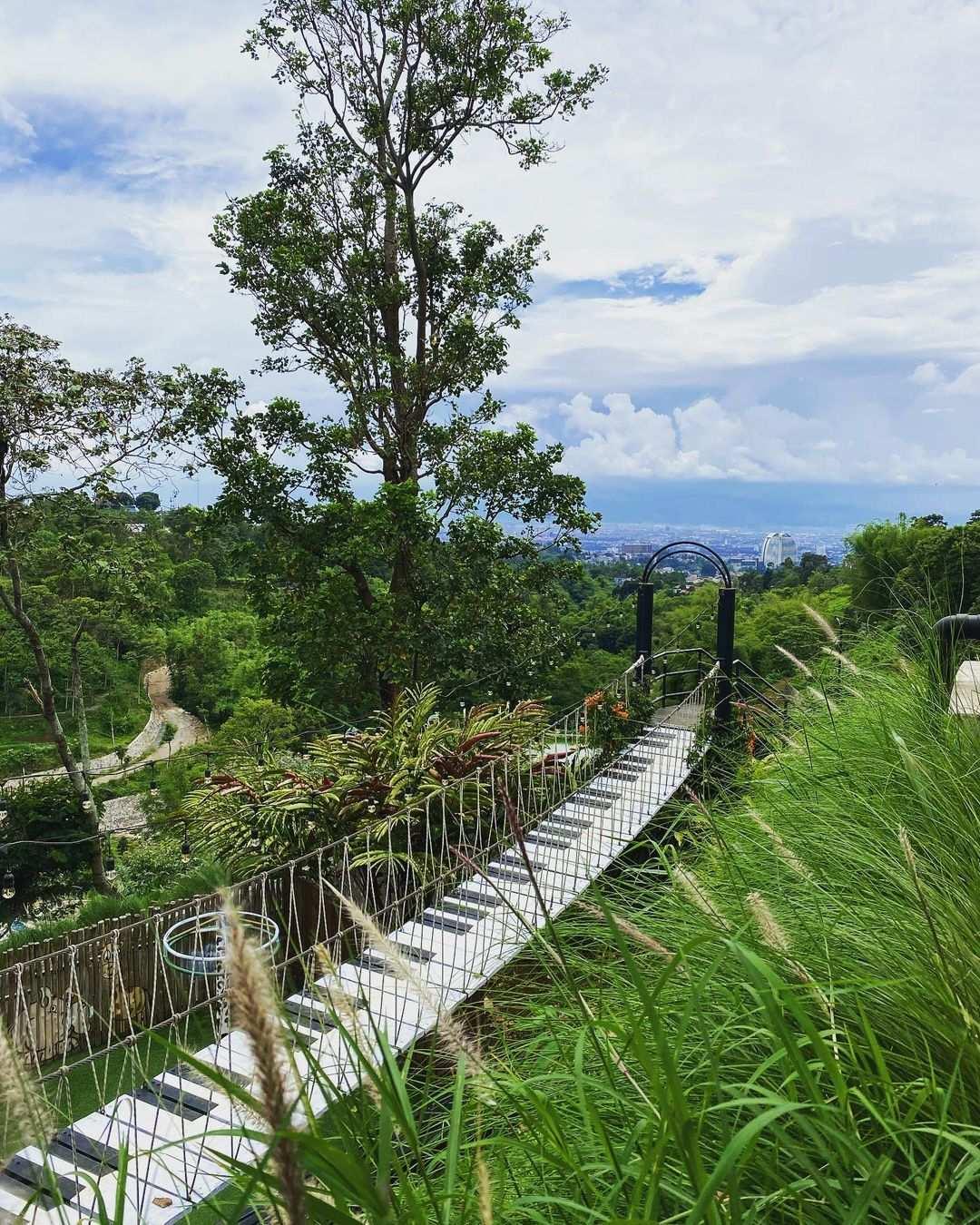 Spot Foto Jembatan Piano di DDieuland Image From @d.dieuland