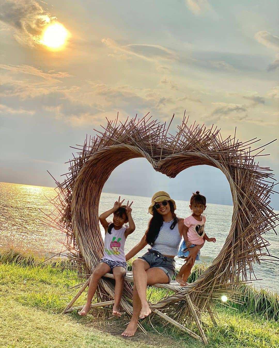 Spot Foto Love Di Pantai Cinta Kedungu Bali Image From @tiaraciara