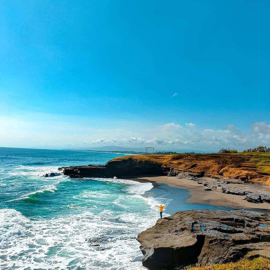 Tebing Di Pantai Cinta Kedungu Bali Image From @iwan_prazt