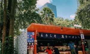 Foto Pengunjung Yang Sedang Makan Di SAI Ramen Alam Sutera Image From @sai Ramen_