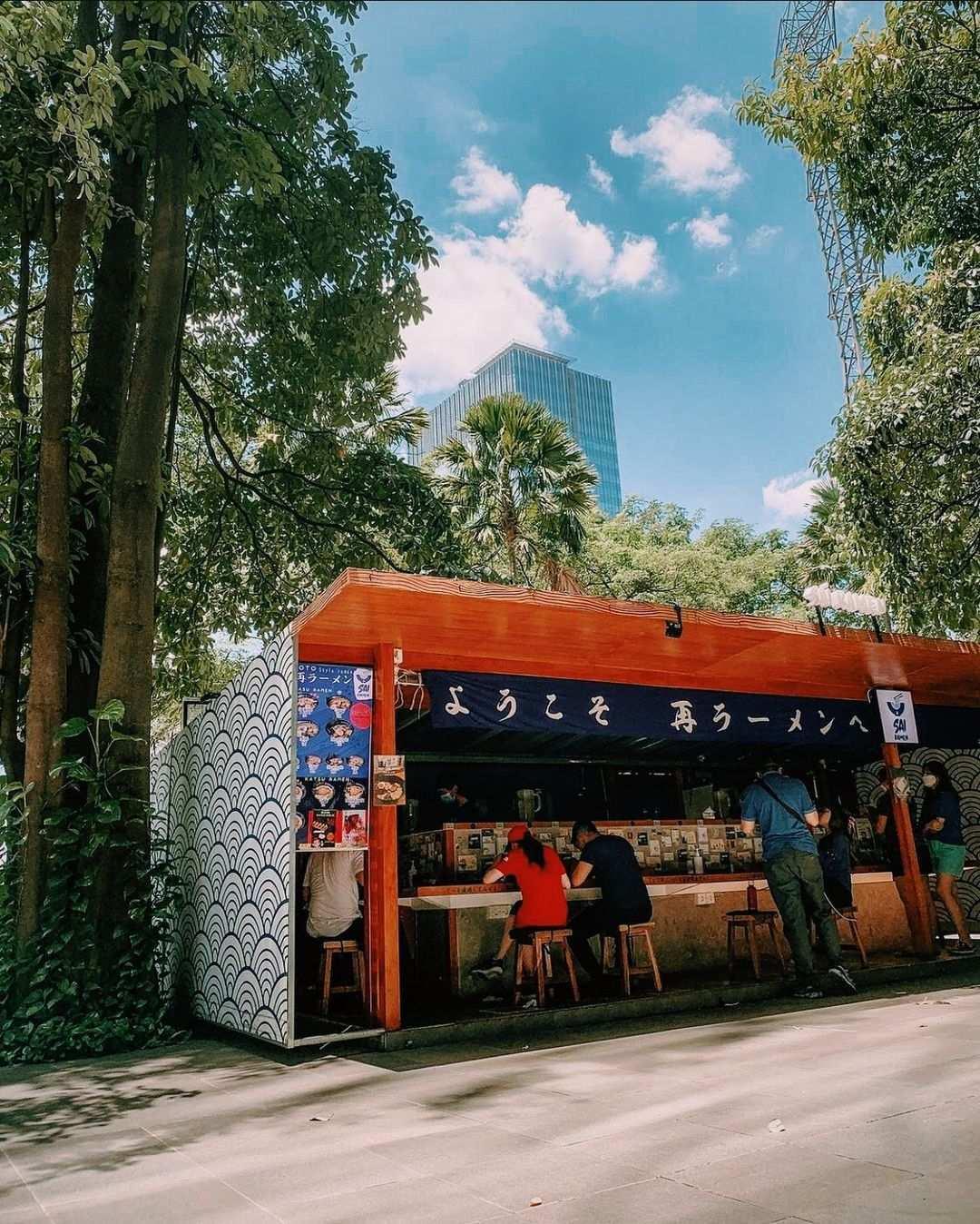 Foto Pengunjung Yang Sedang Makan di SAI Ramen Alam Sutera Image From @sai.ramen_