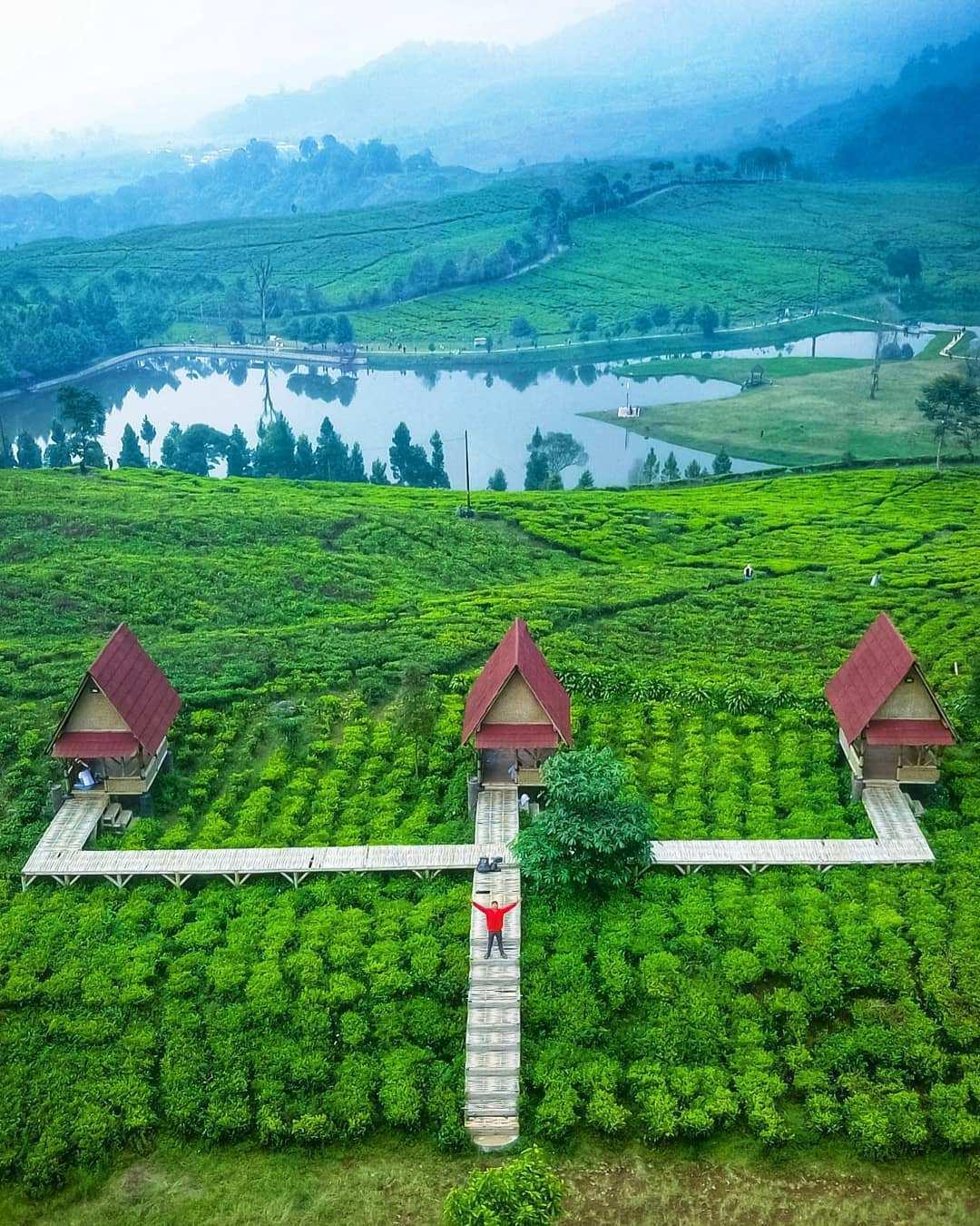 Spot Foto Rumah di Atas Telaga Saat Puncak Bogor Image From @tedirachman