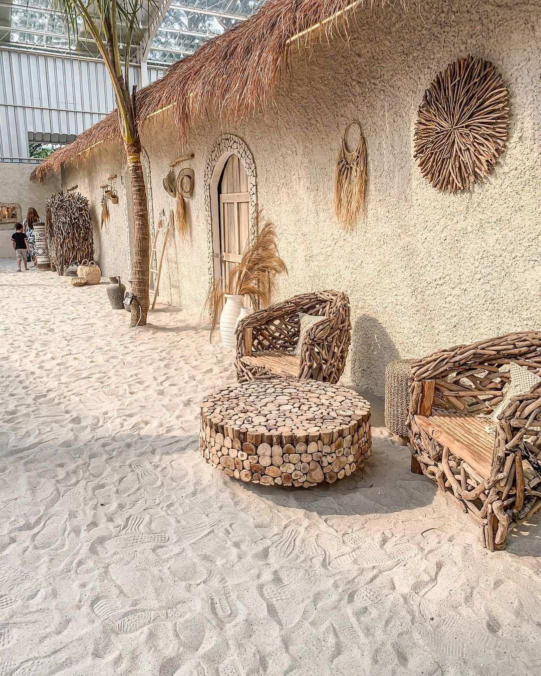 Bagian Tembok Dan Pasir Yang Instagramable di Hey Beach Image From @stellaoctavius