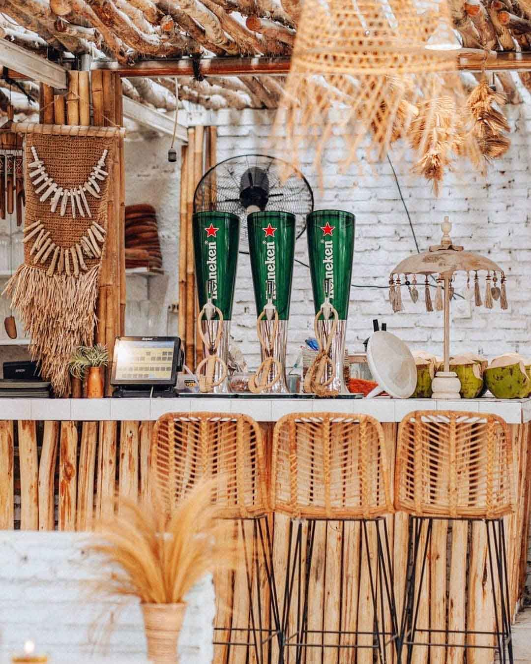 Bar Table di Hey Beach Image From @heybeach.id_