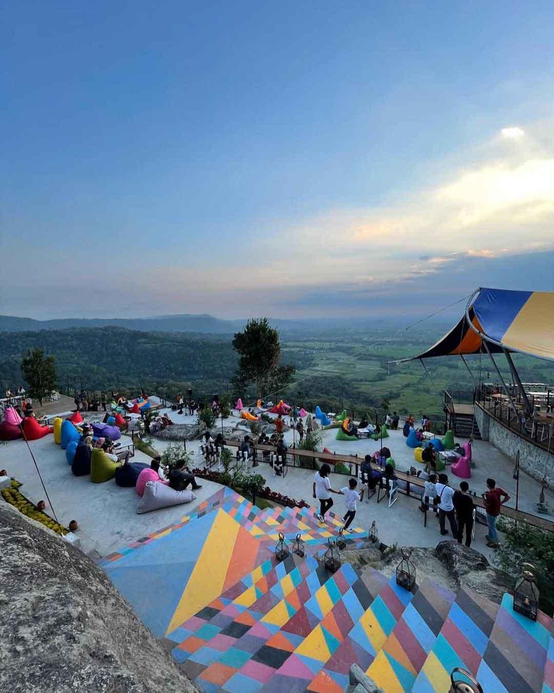 Bean Bag Untuk Bersantai di Obelix Hills Jogja Image From @gamarosi_