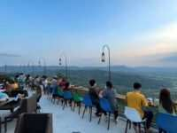 Melihat Pemandangan di Obelix Hills Jogja Image From @gamarosi_ 200x150