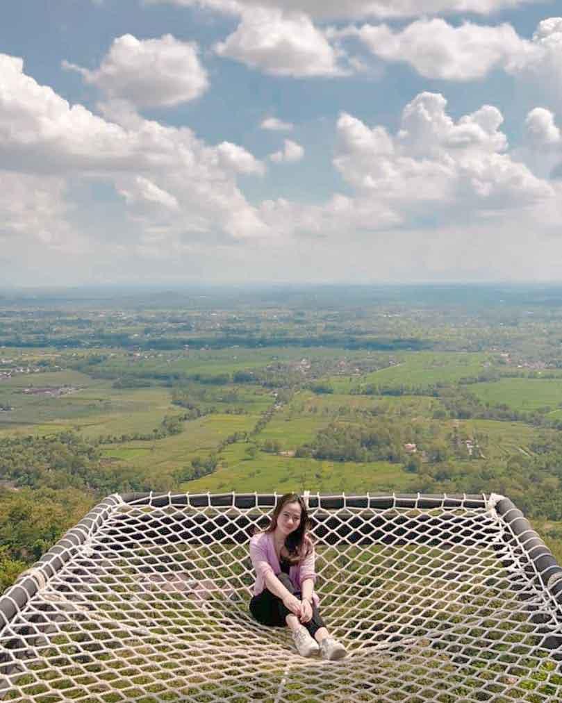 Salah Satu Spot Foto Yang Ada di Obelix Hills Jogja Image From @bebylarasatii