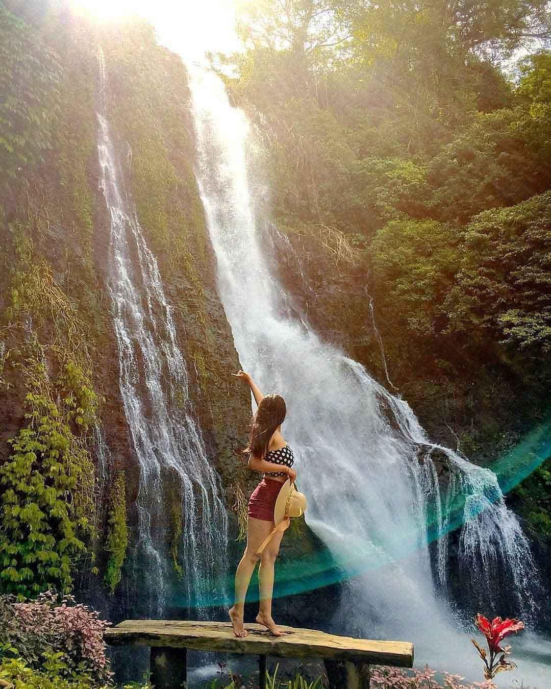 Berfoto di Air Terjun Banyumala Bali Image From @agussuradnyana.official