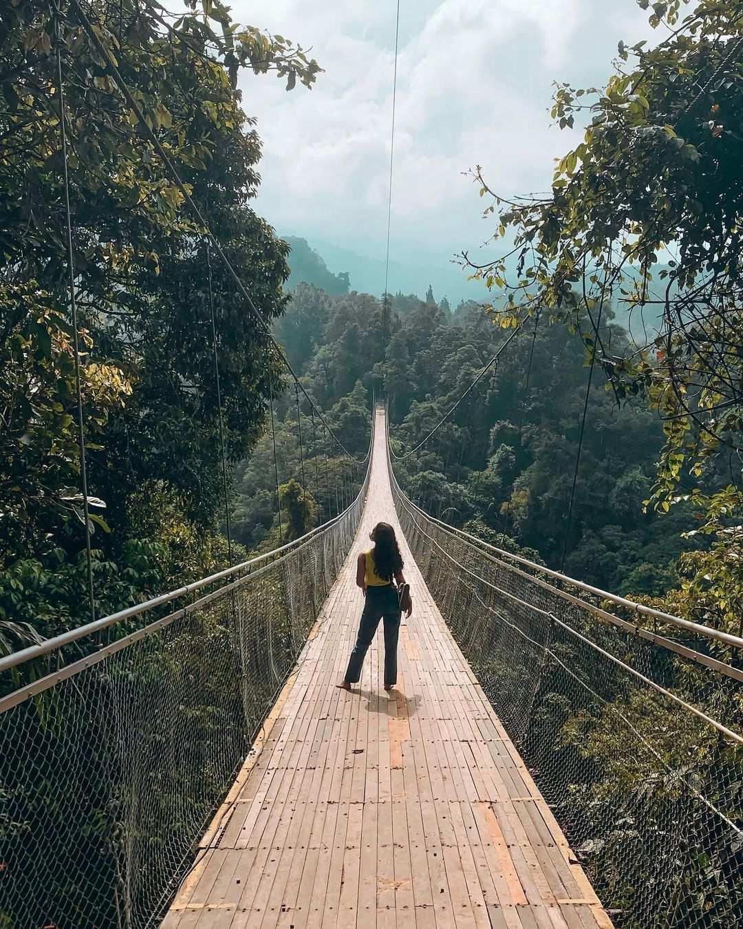 Berfoto di Jembatan Gantung Situ Gunung Image From @mutiara_bertha