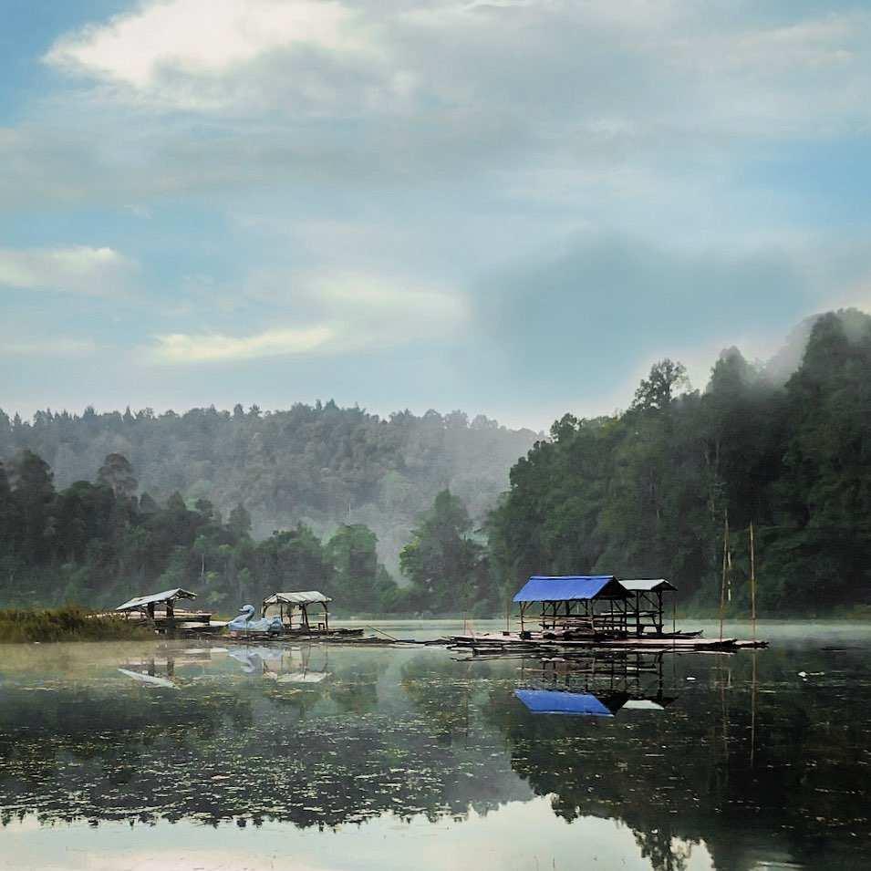 Danau Yang Ada di Sekitar Situ Gunung Suspension Bridge Image From @aldirmdhnnnn