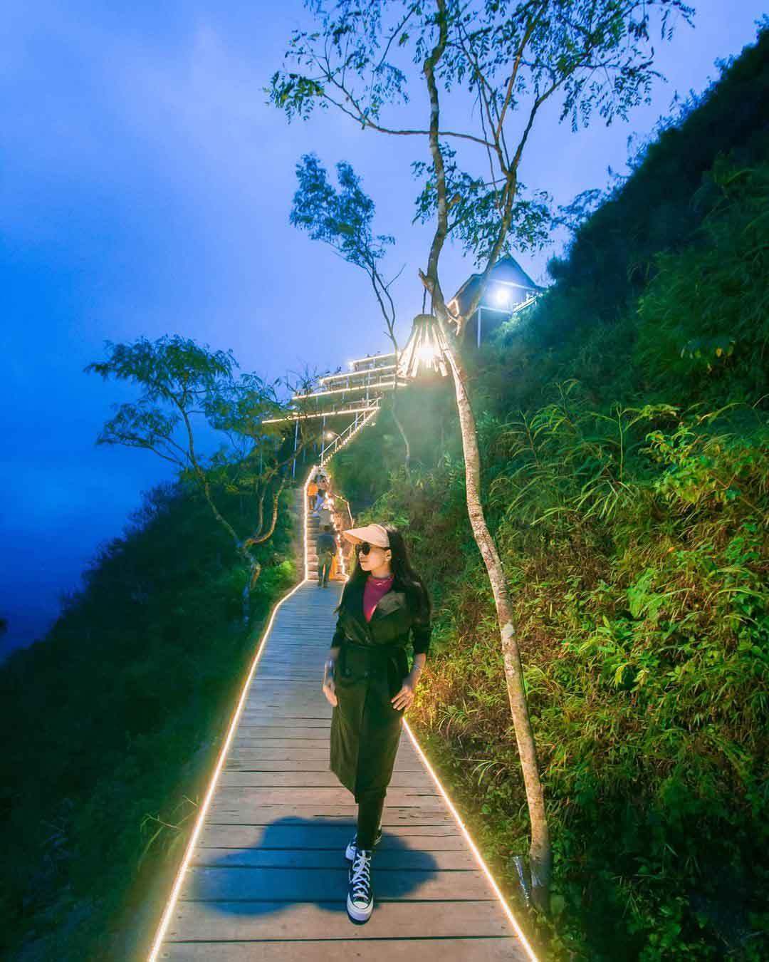 Lampu Lampu LED Di Tumpeng Menoreh Jogja Image From @yayukjuminten
