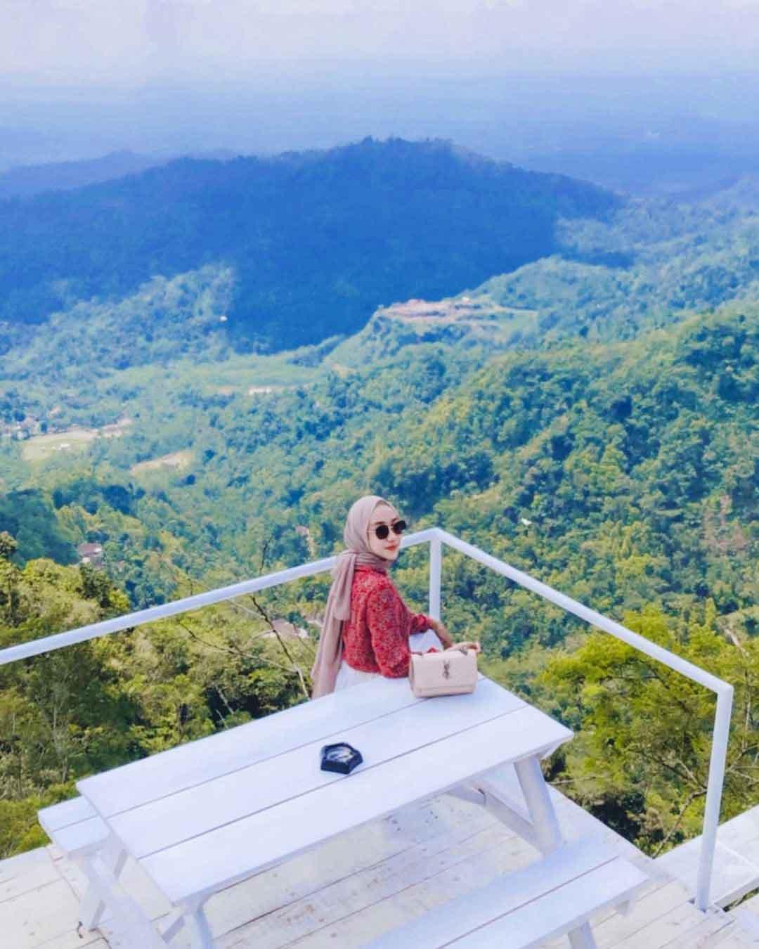 Menikmati Pemandangan Di Tumpeng Menoreh Kulon Progo Image From @selfiekumala