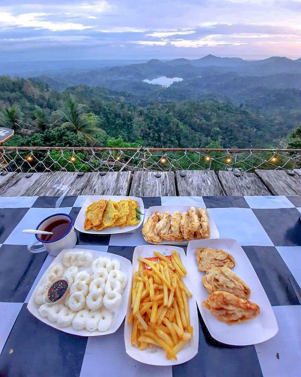 Menyantap Makanan Di Temani Pemandangan Di Pulepayung Kulon Progo@anissasyni