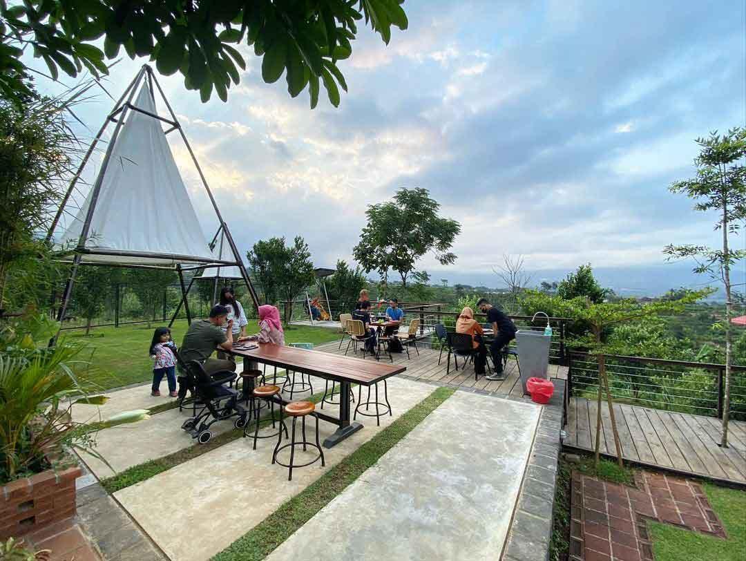 Suasana Pengunjung Di Kanvill Dau Malang Image From @mlggoodplace
